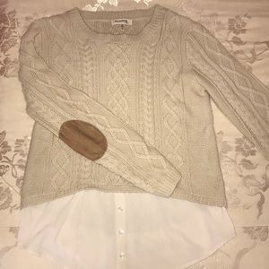 Cozy sweater textured with layered blouse